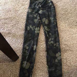 Lululemon full length yoga pants size 4